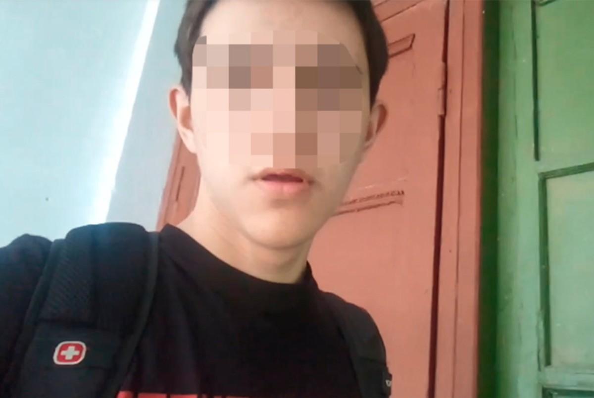 A 14 éves fiú a támadás után (részlet a saját videójából).