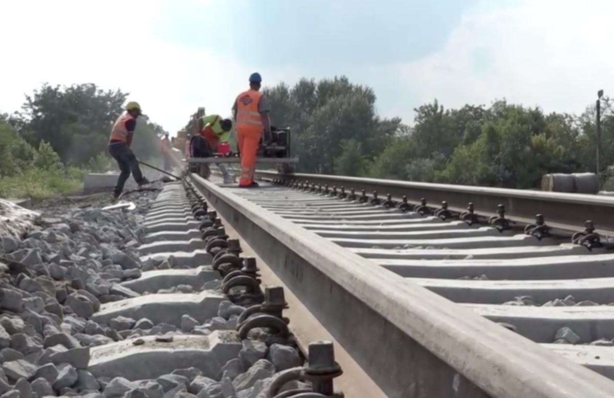 Lerakták, most felszedik a síneket a 70 milliárdos Szeged-Hódmezővásárhely tram-train vonalon