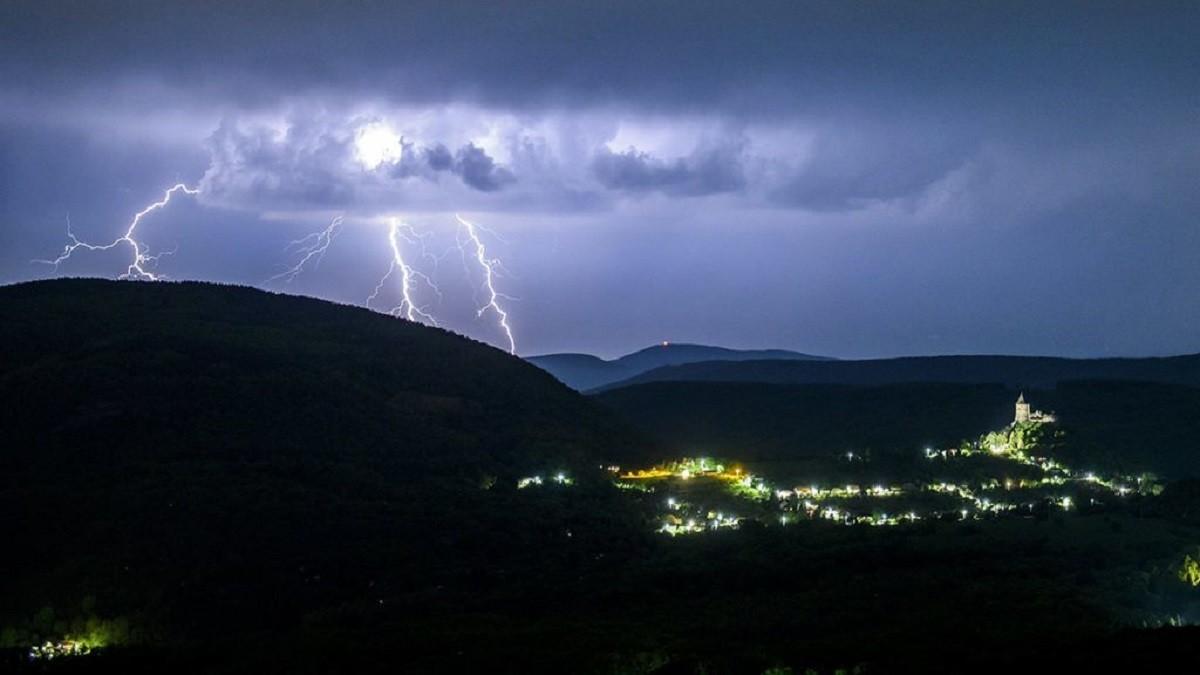 Zivatarok miatt adott ki veszélyjelzést a meteorológiai szolgálat