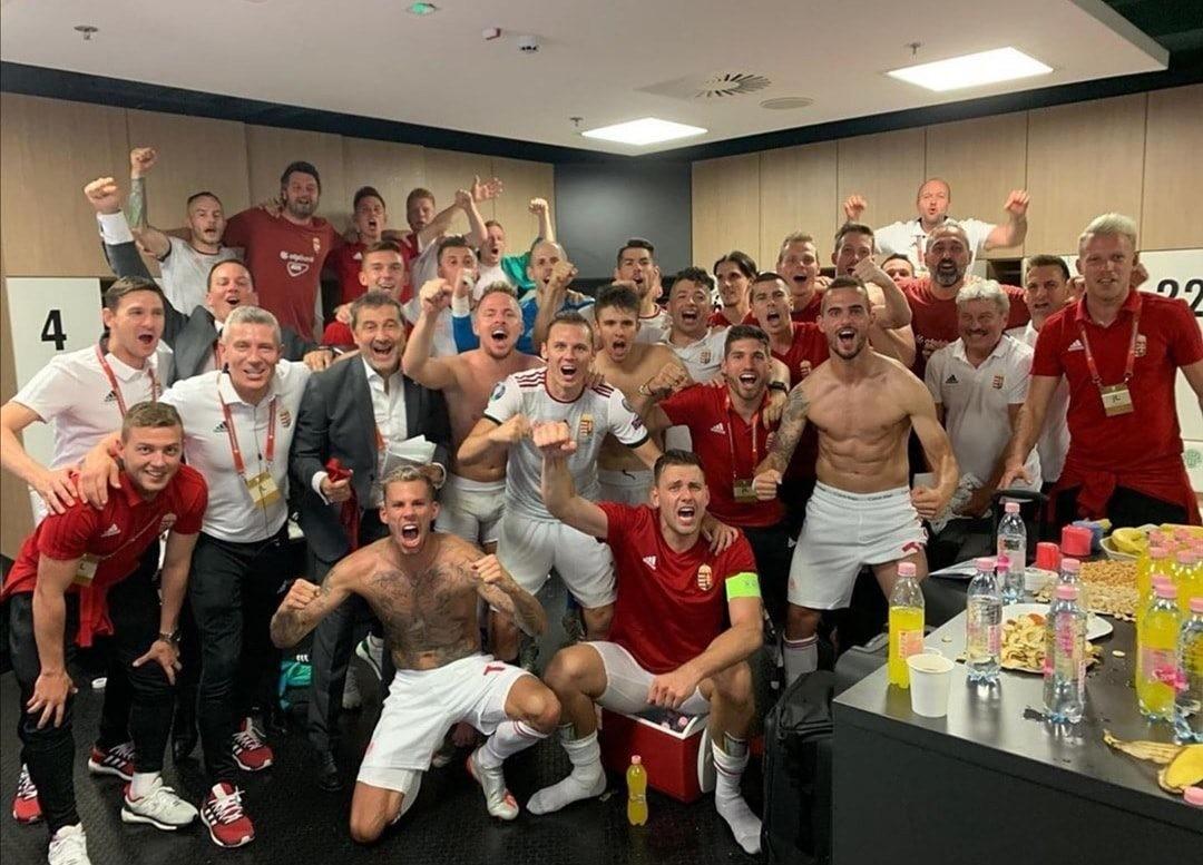A magyar válogatott a Wales elleni győztes meccse után.