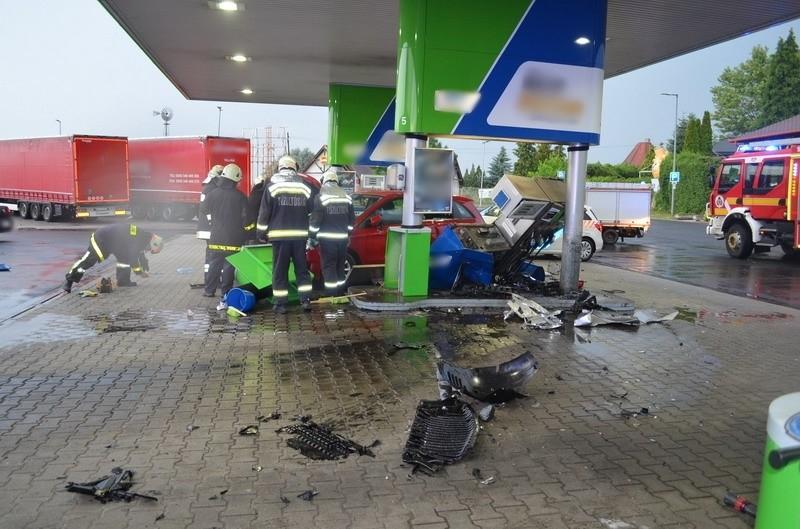Kútoszlopnak ütközött egy autó az M7-esen Martonvásárnál.