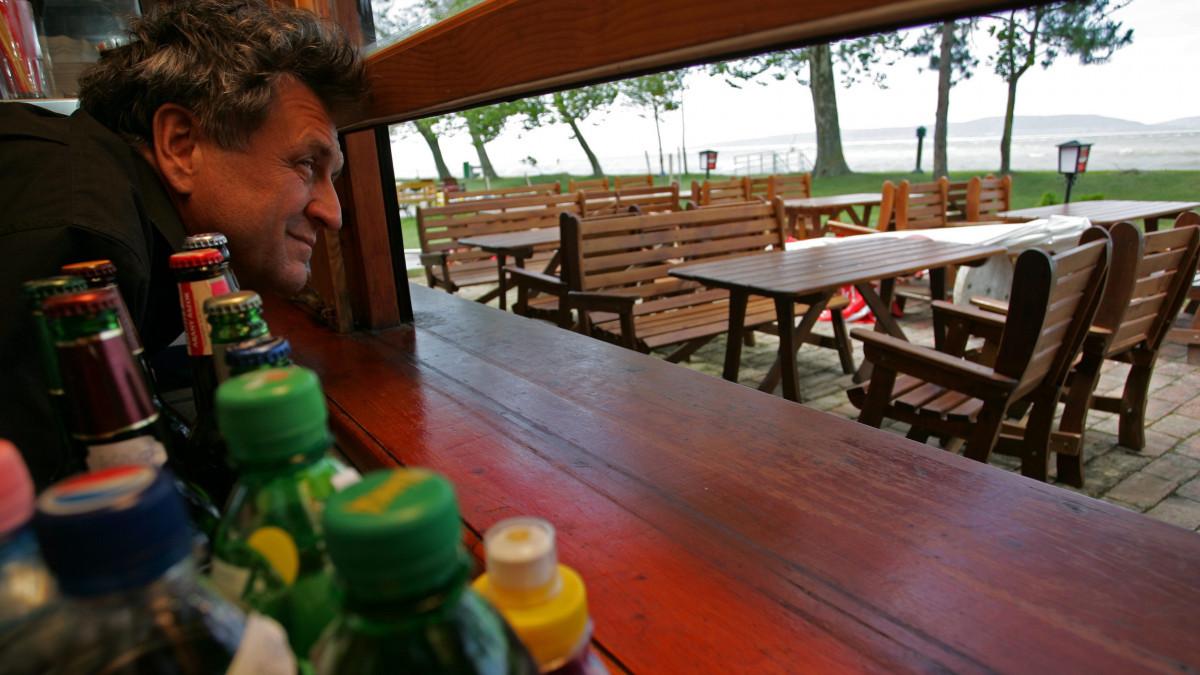 """""""400 ezer forintért nem jön senki"""" – óriási munkaerőgondok vannak a Balatonnál"""