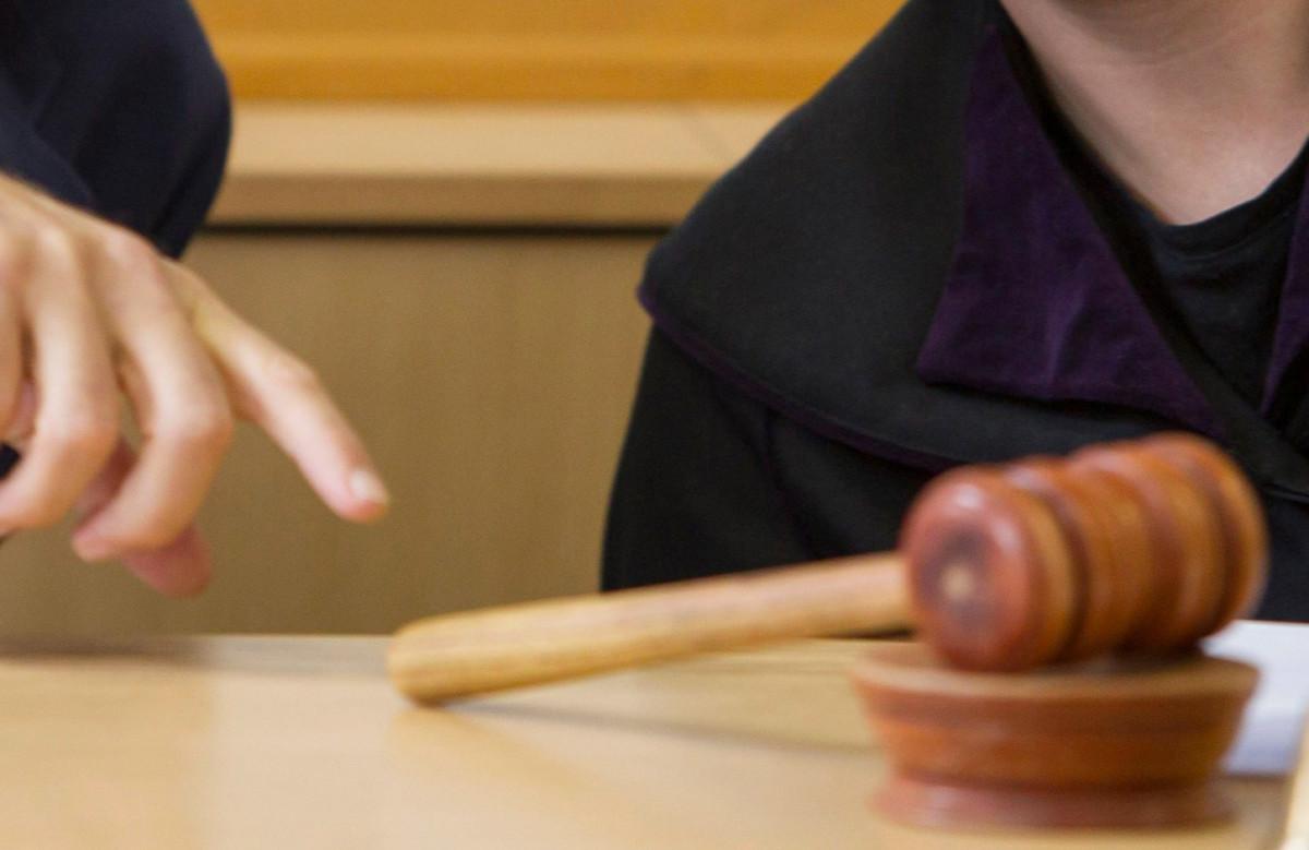 Elengedte a bíróság a férfit, aki késsel kirabolt egy trafikot a Józsefvárosban