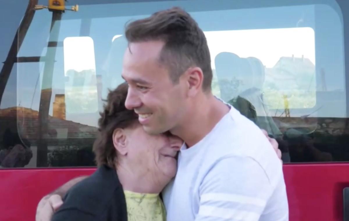 Titokban felújították egy beteg vilmányi asszony házát, miközben életében először a Balatonon nyaralt