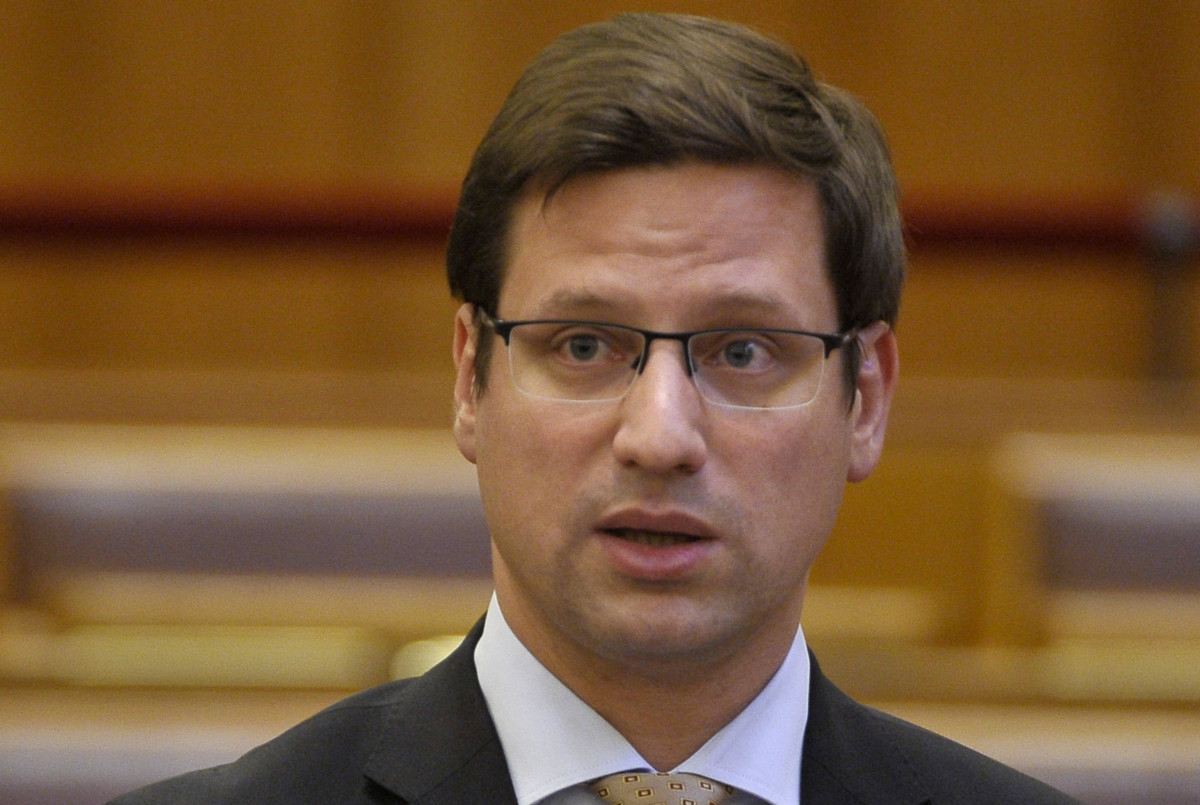 Gulyás Gergely, a Miniszterelnökséget vezető miniszter azonnali kérdésre válaszol az Országgyűlés plenáris ülésén 2019. június 3-án.