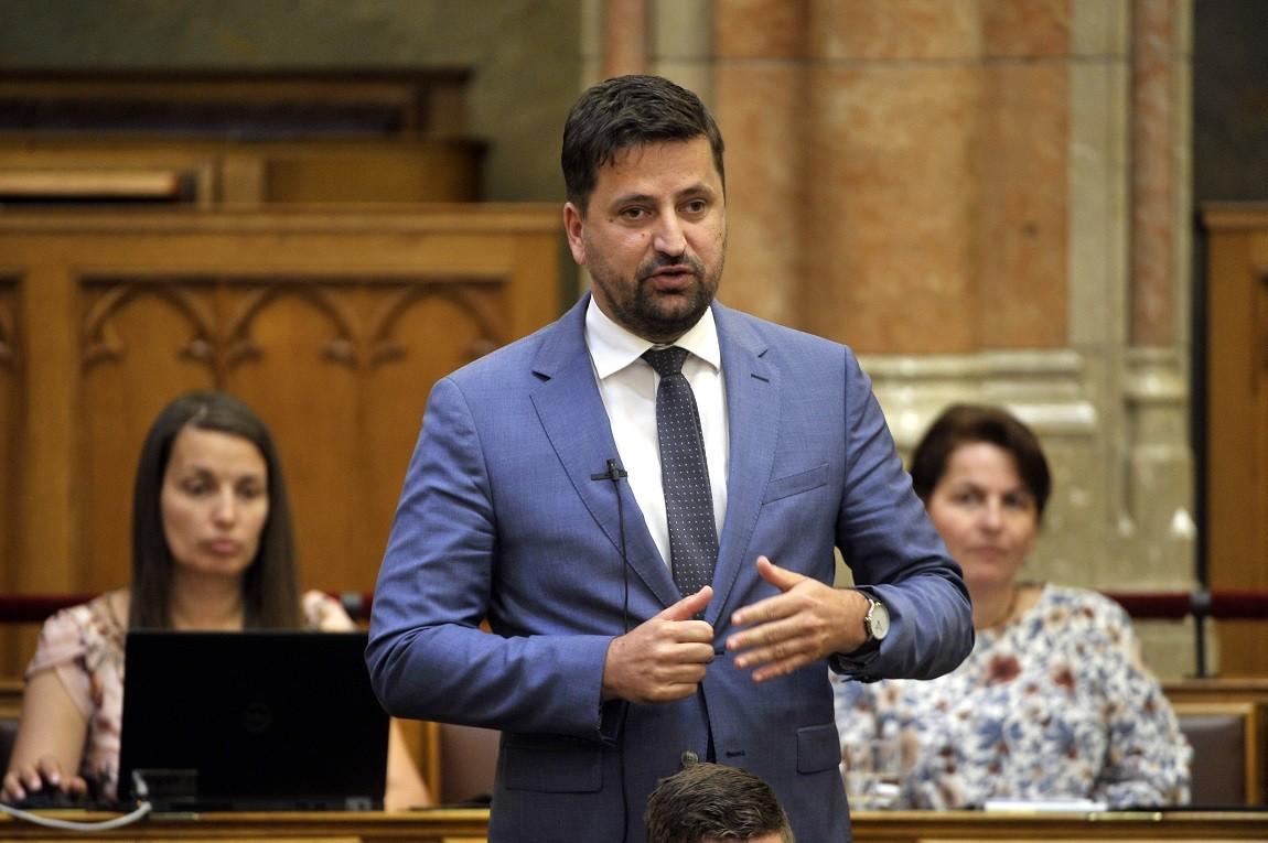 Kepli Lajos, a Jobbik vezérszónoka a Magyar Energetikai és Közmű-szabályozási Hivatalról szóló törvény módosításáról szóló törvényjavaslat vitájában az Országgyűlés plenáris ülésén 2018. június 26-án.