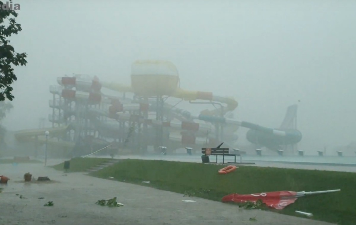 Pokoli vihar csapott le Kisvárdára, letarolta az aquaparkot