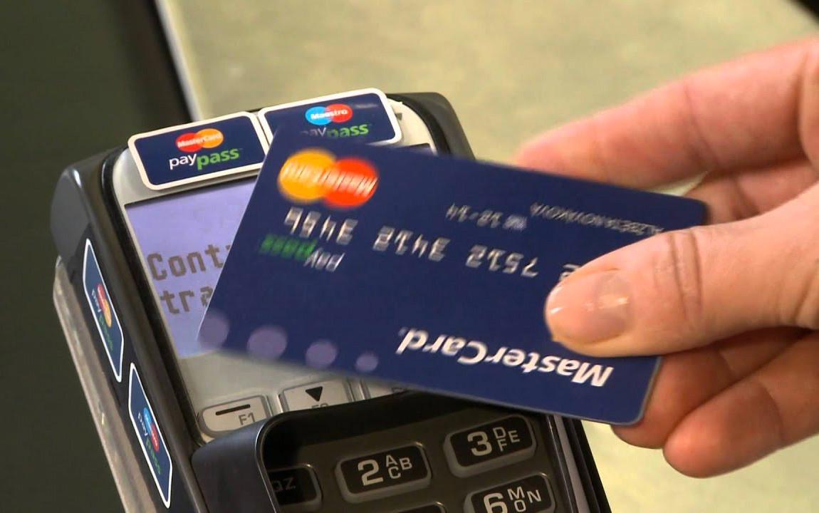 Változik az érintéses bankkártyás fizetés összeghatára is a koronavírus miatt