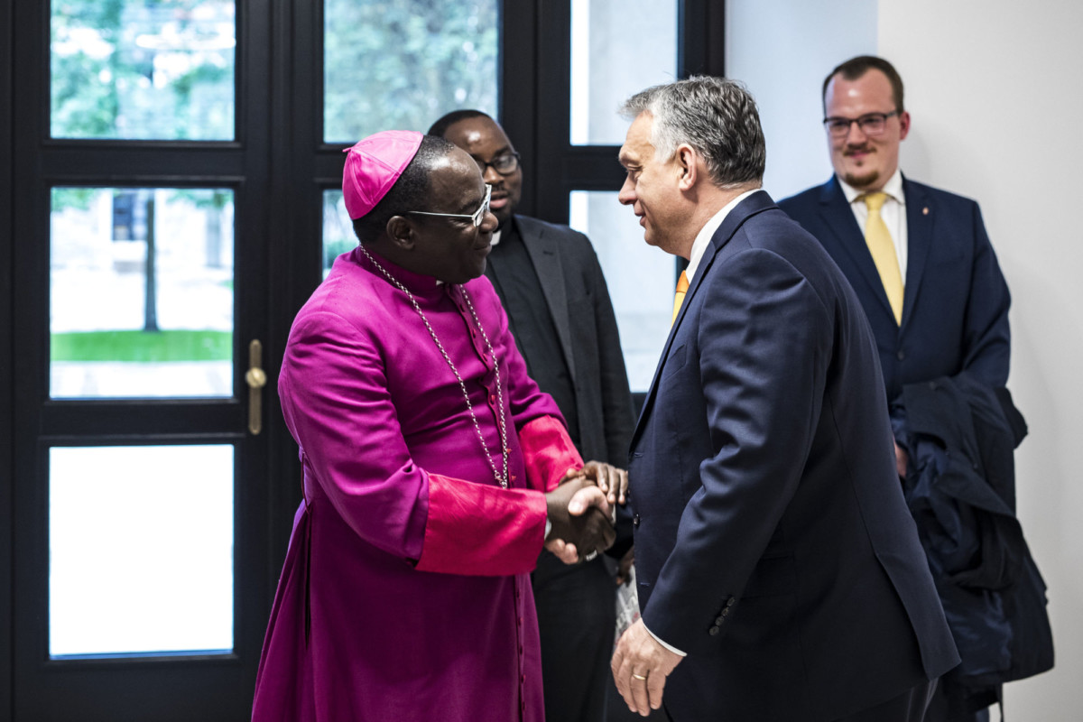 Orbán Viktor és Matthew Hassan Kukah a Karmelita kolostorban 2019. május 14-én.