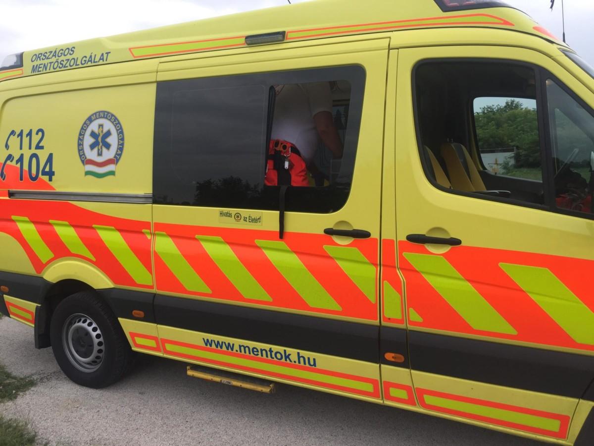 Szétverték a mentőt a türelmetlen rokonok Nyíregyházán