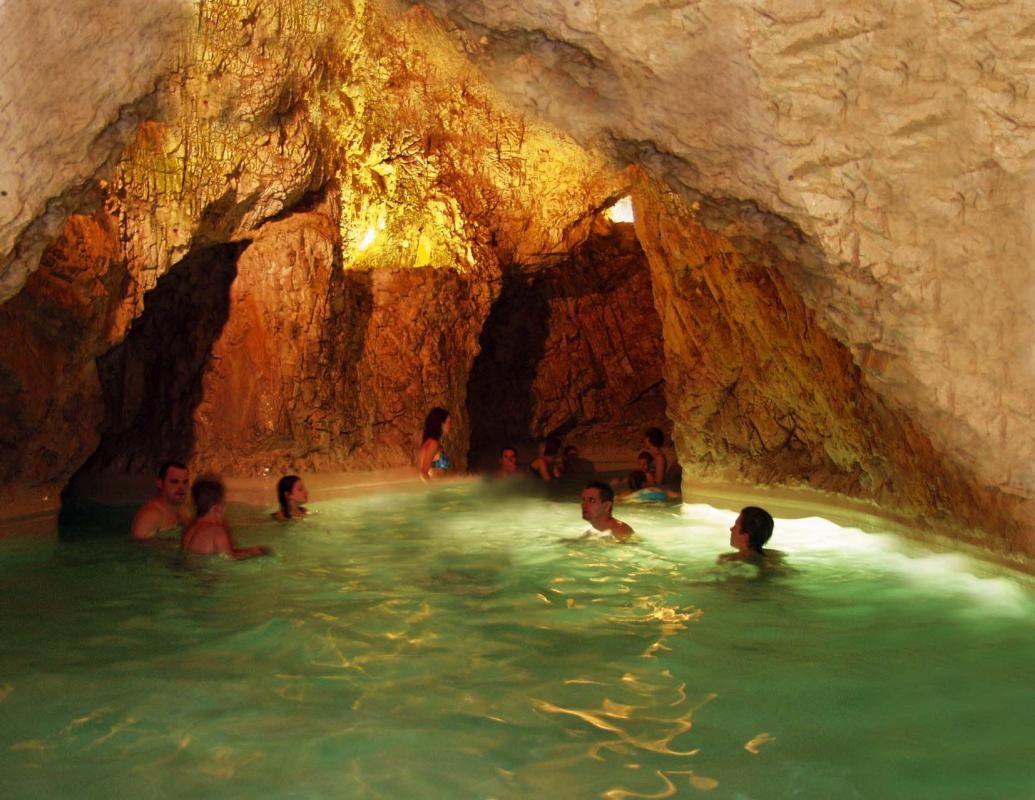 A miskolctapolcai barlangfürdő.