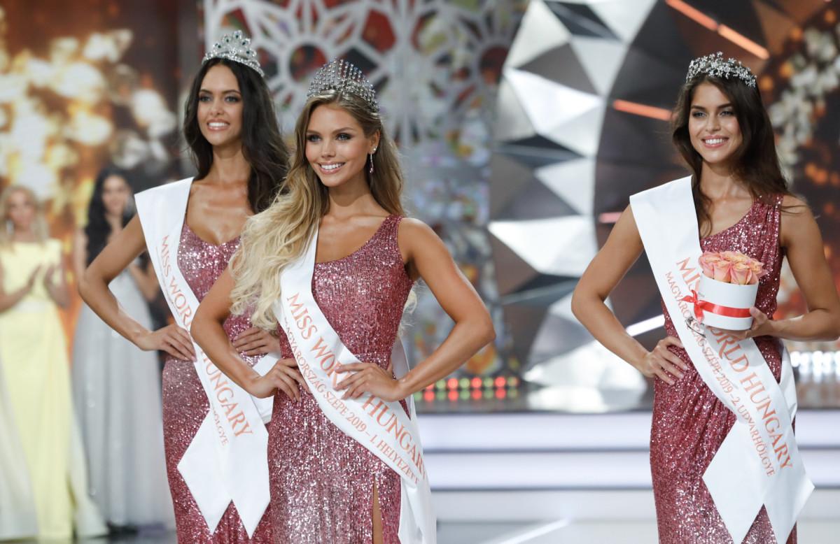 A győztes Nagypál Krisztina (k), valamint Gaál Tímea első udvarhölgy (b) és Csonka Rebeka második udvarhölgy (j) a Magyarország Szépe - Miss World Hungary döntőjén az MTVA óbudai gyártóbázisán 2019. június 23-án.