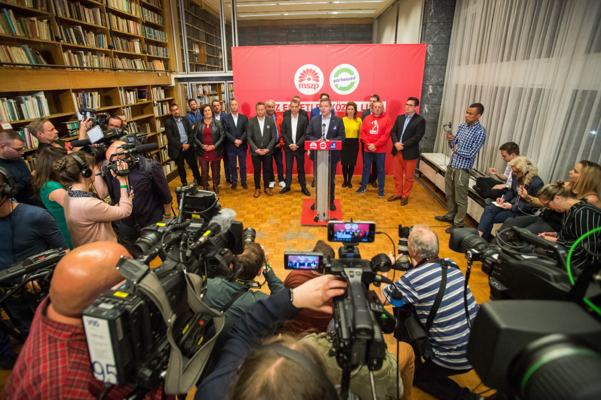 Tóth Bertalan, a Magyar Szocialista Párt (MSZP) elnöke, az MSZP-Párbeszéd EP-listavezetője (k) sajtótájékoztatót tart az MSZP és a Párbeszéd EP-választási eredményváróján Budapesten a Villányi úti Konferenciaközpontban 2019. május 26-án.