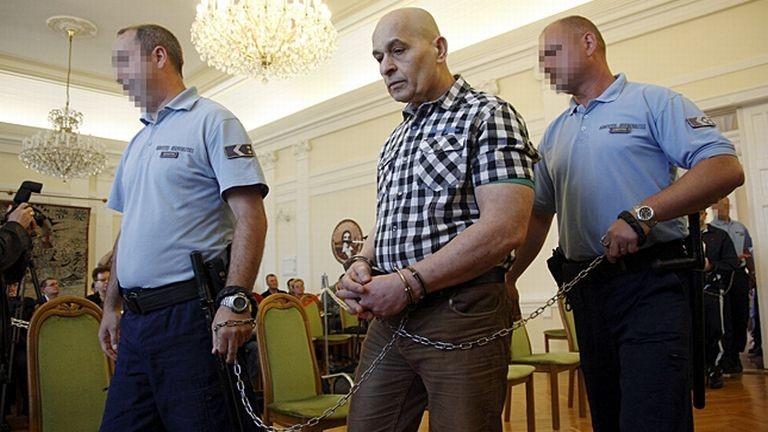 A Szita Bence-gyilkosság tárgyalása.