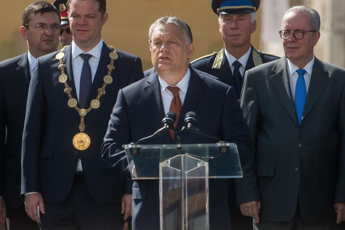 Orbán Viktor miniszterelnök (k) a Nemzeti Közszolgálati Egyetem Rendészettudományi Karának és Katasztrófavédelmi Intézetének tisztavatási ünnepségén a budai Várban 2019. június 29-én.