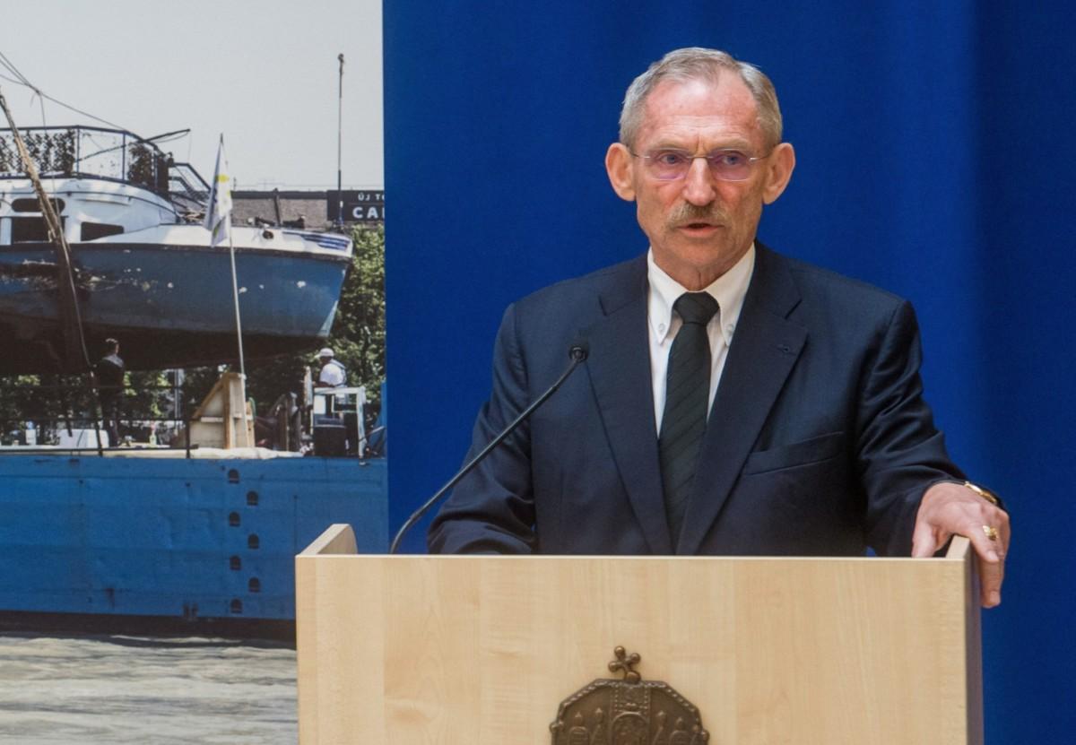 Pintér Sándor belügyminiszter beszédet mond a május 29-ei dunai hajóbaleset utasai, legénysége mentésében és a hajóroncs kiemelésében rendkívüli helytállást tanúsító szakembereknek, hatósági és civil személyeknek belügyminiszteri elismerések átadásán a Belügyminisztériumban 2019. június 20-án.