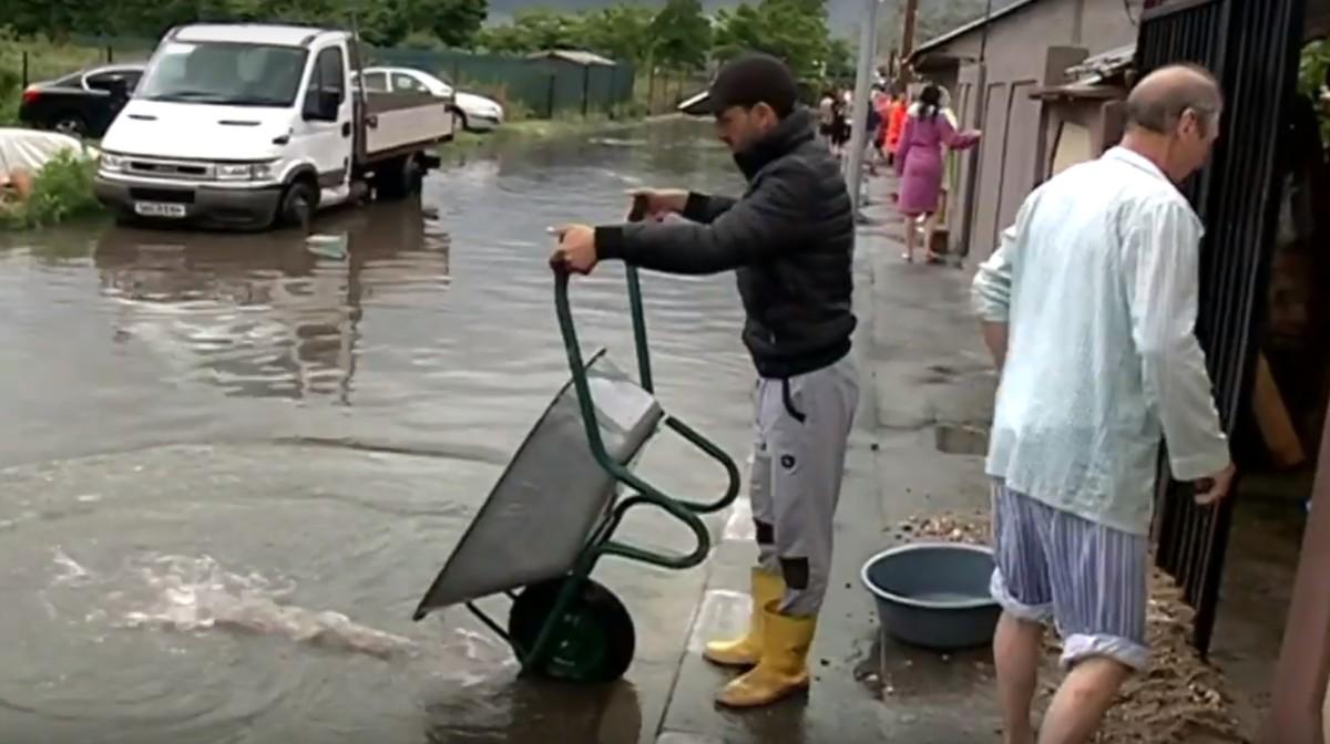 Házak százait öntött el az árvíz Romániában