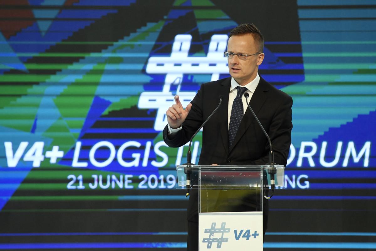 Szijjártó Péter külgazdasági és külügyminiszter beszédet mond a V4+ Logisztikai Fórum megnyitóján a mogyoródi Hungaroringen 2019. június 21-én.