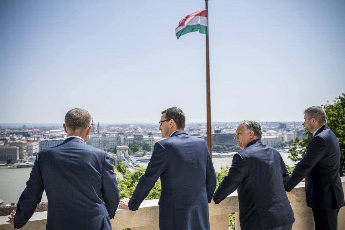 Orbán Viktor miniszterelnök (b3), valamint Andrej Babis cseh (b), Mateusz Morawiecki lengyel (b2) és Peter Pellegrini szlovák miniszterelnök (j) a Karmelita kolostorban megrendezett informális tárgyalásukon 2019. június 13-án.