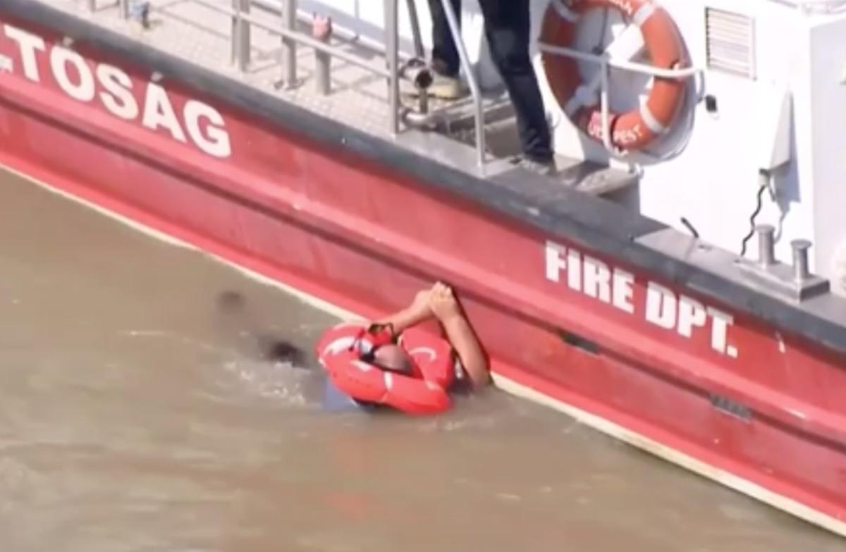 Mentés közben a Dunába esett egy ember