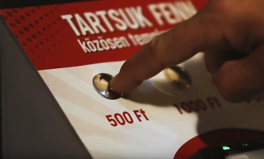 Bankkártyás perselyt állítottak fel egy budapesti templomban