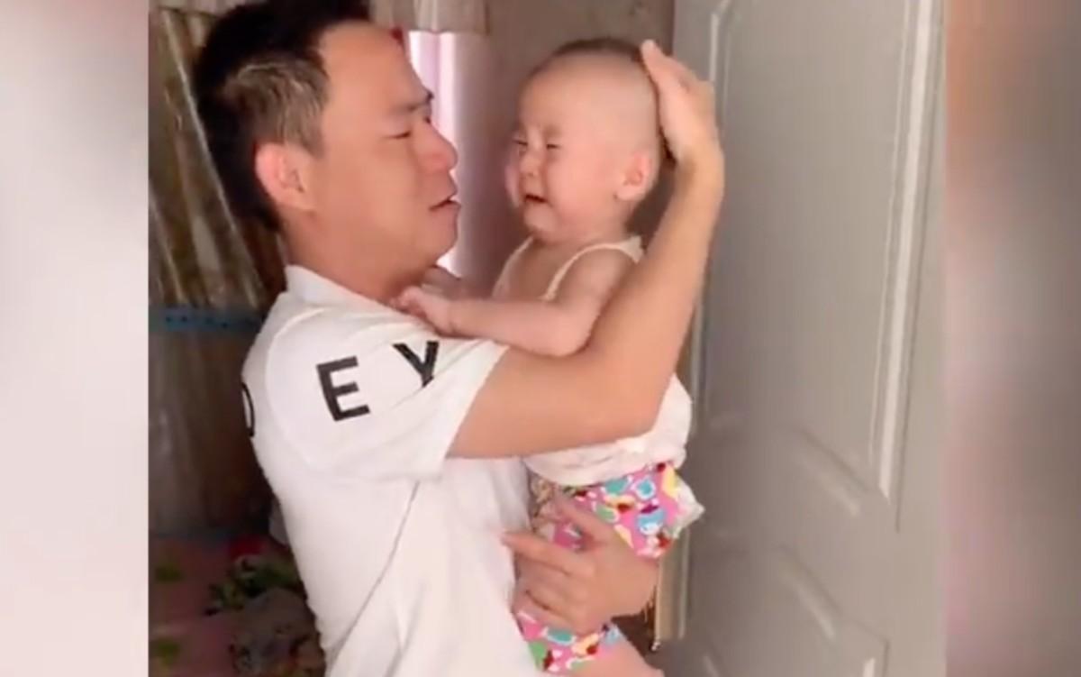 Újabb idióta mém terjed, átveréssel szívatják kisbabáikat vicces kínai szülők