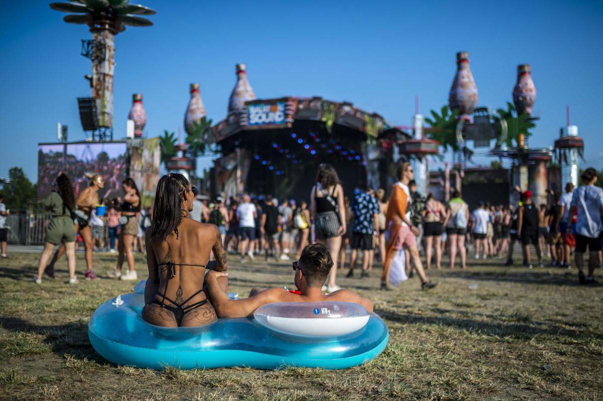 Fiatalok a Balaton Sound fesztiválon Zamárdiban 2019. július 3-án.