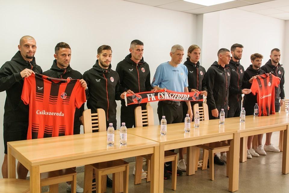 Büszkén reklámozza Mészáros mezét a csíkszeredai focicsapat, miután közel hatmilliárd forintot kapott a magyar adófizetők pénzéből