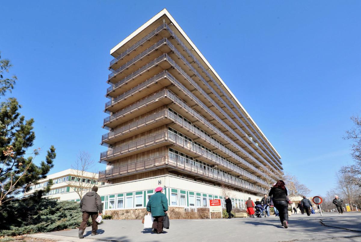Halálba ugrott egy beteg a Dél-pesti Kórház második emeletéről