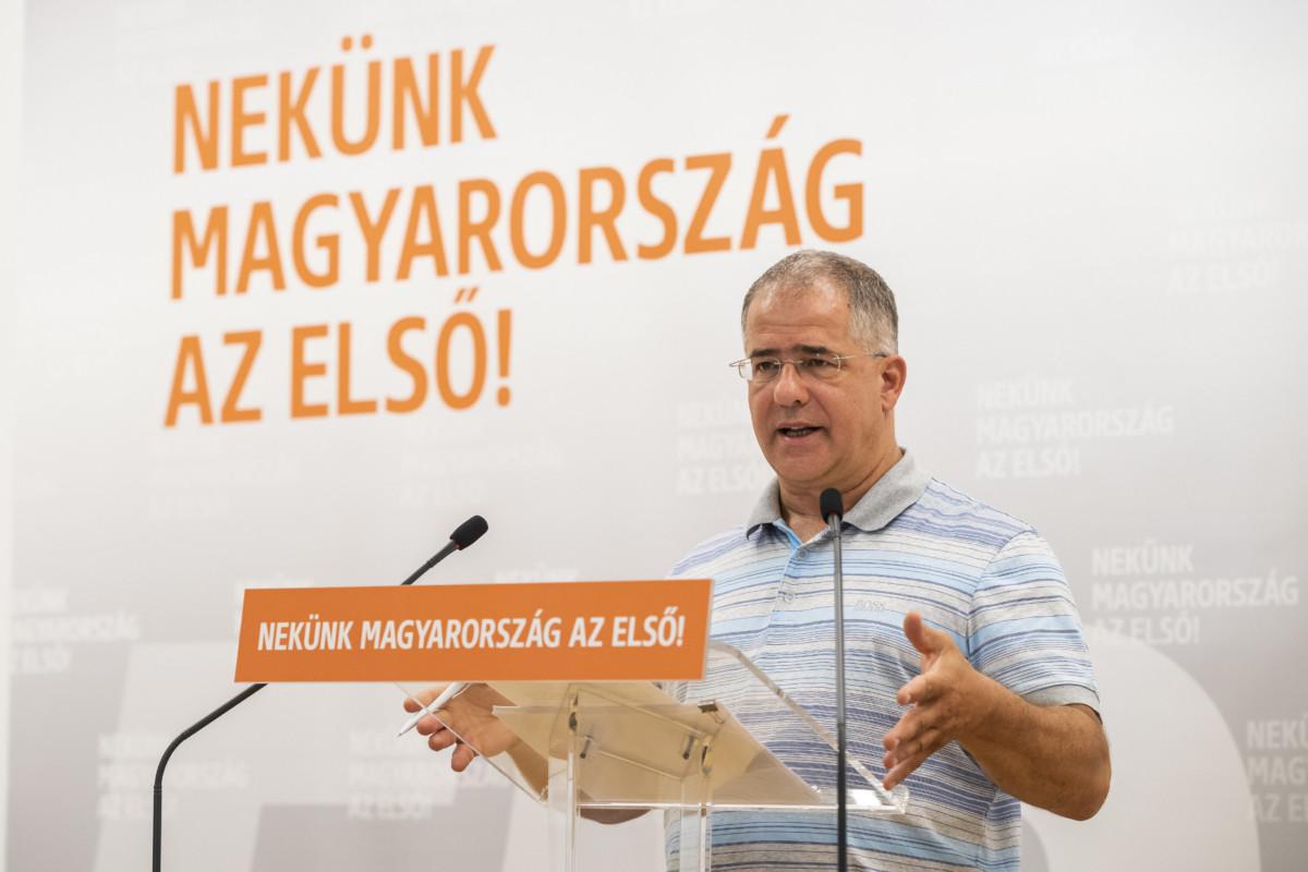 Kósa Lajos, a Fidesz önkormányzati választásokért felelős kampányfőnöke sajtótájékoztatót tart az önkormányzati választásokról a Fidesz Lendvay utcai székházában 2019. július 30-án.