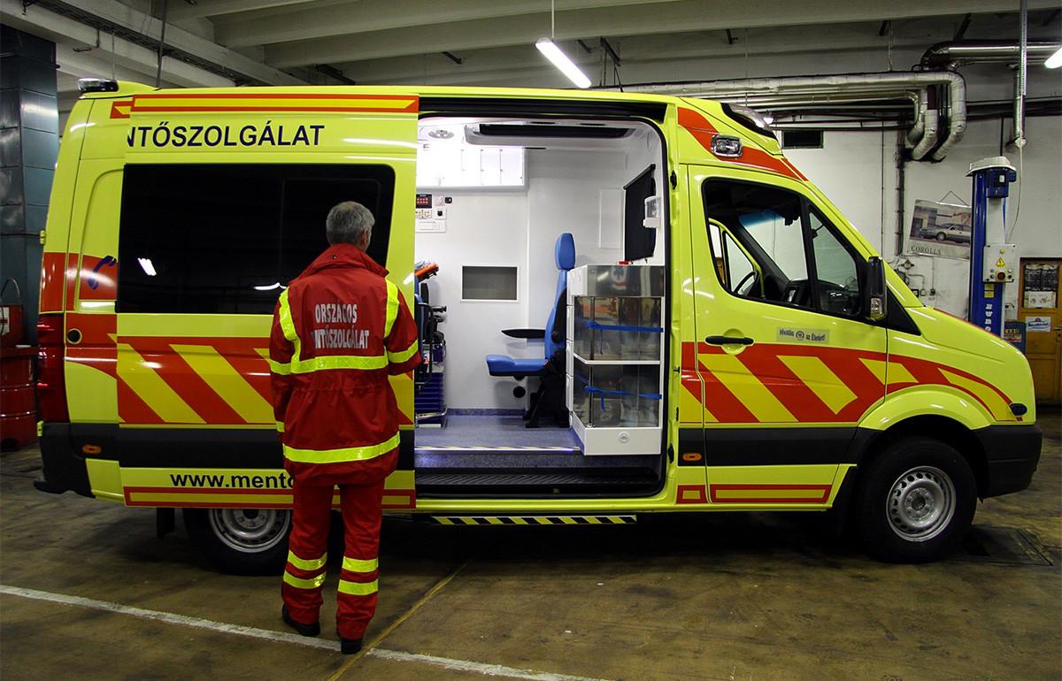 Nem fogad végtagsérülteket a Honvédkórház sürgősségije, 13 mentő várakozott a baleseti központnál