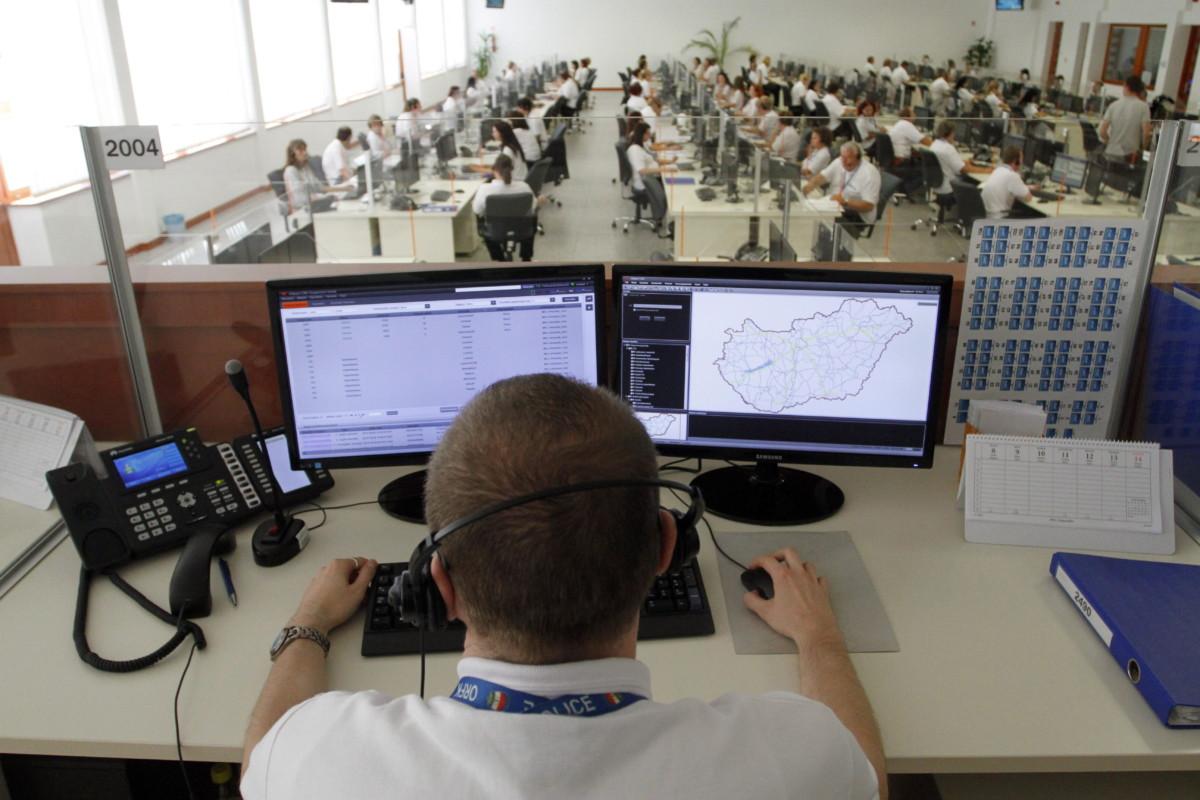 Az egységes segélyhívó rendszer hívásfogadó központja Miskolcon 2014. szeptember 9-én.