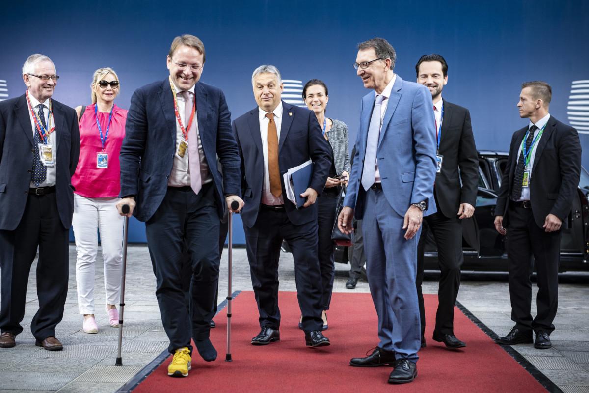 Orbán Viktor és a magyar delegáció érkezik az Európai Tanács ülésének keddi napjára 2019. július 2-án.