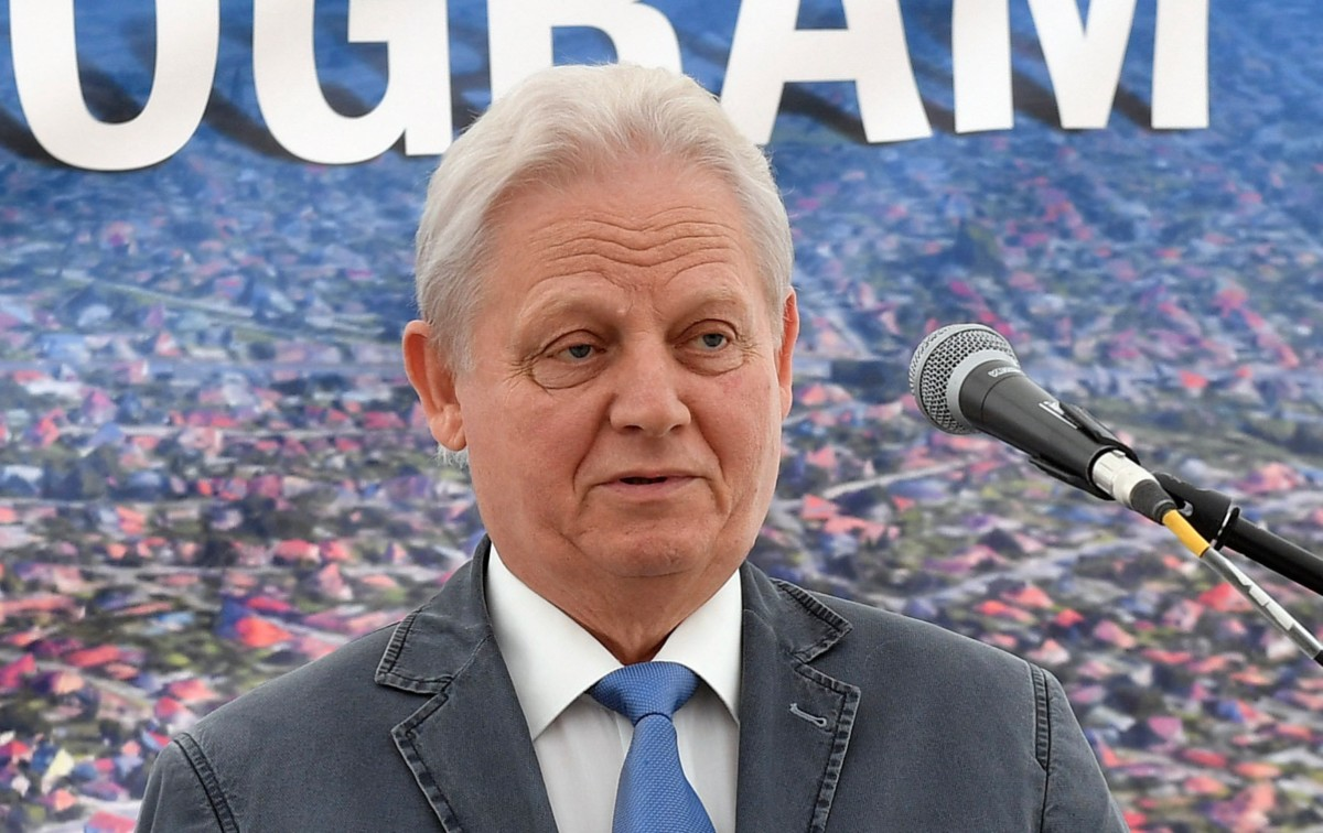 Tarlós István főpolgármester a budapesti útépítési program keretében elkészült első XVIII. kerületi út átadásán a Kappel Emília utcánál felállított sátorban 2019. július 8-án.