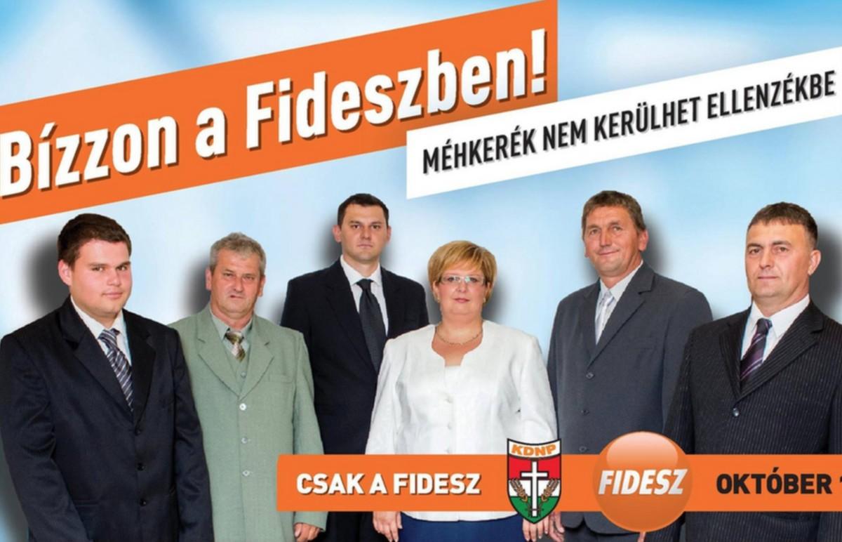 Tát Margit, Méhkerék polgármestere (középen, fehérben).