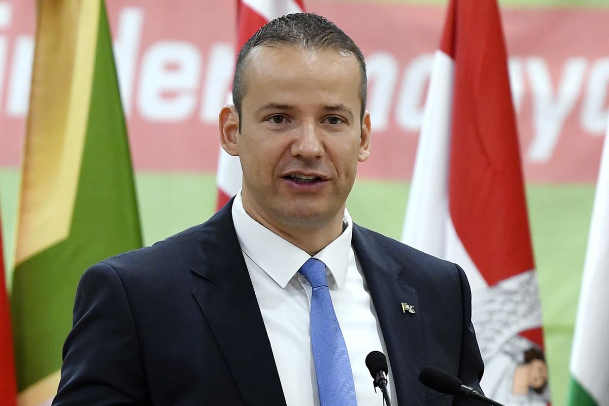 Toroczkai László polgármester, a mozgalom elnöke beszédet mond a Mi Hazánk Mozgalom első kongresszusán az ásotthalmi sportcsarnokban 2019. július 13-án.