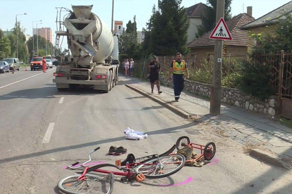 Betonkeverő ment át egy biciklisen Egerben, többen végignézték