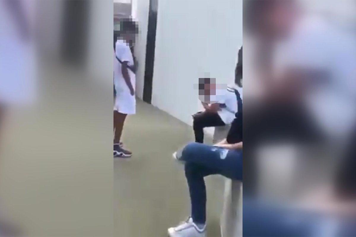 Arcon rúgták, megalázták társukat tizenéves fiatalok, miközben videóra vették