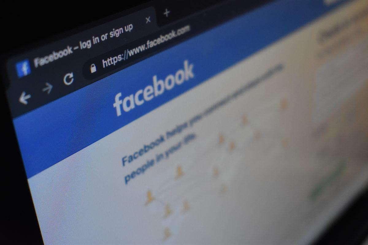 Tiltással fenyegeti a Facebookot a magyar hatóság