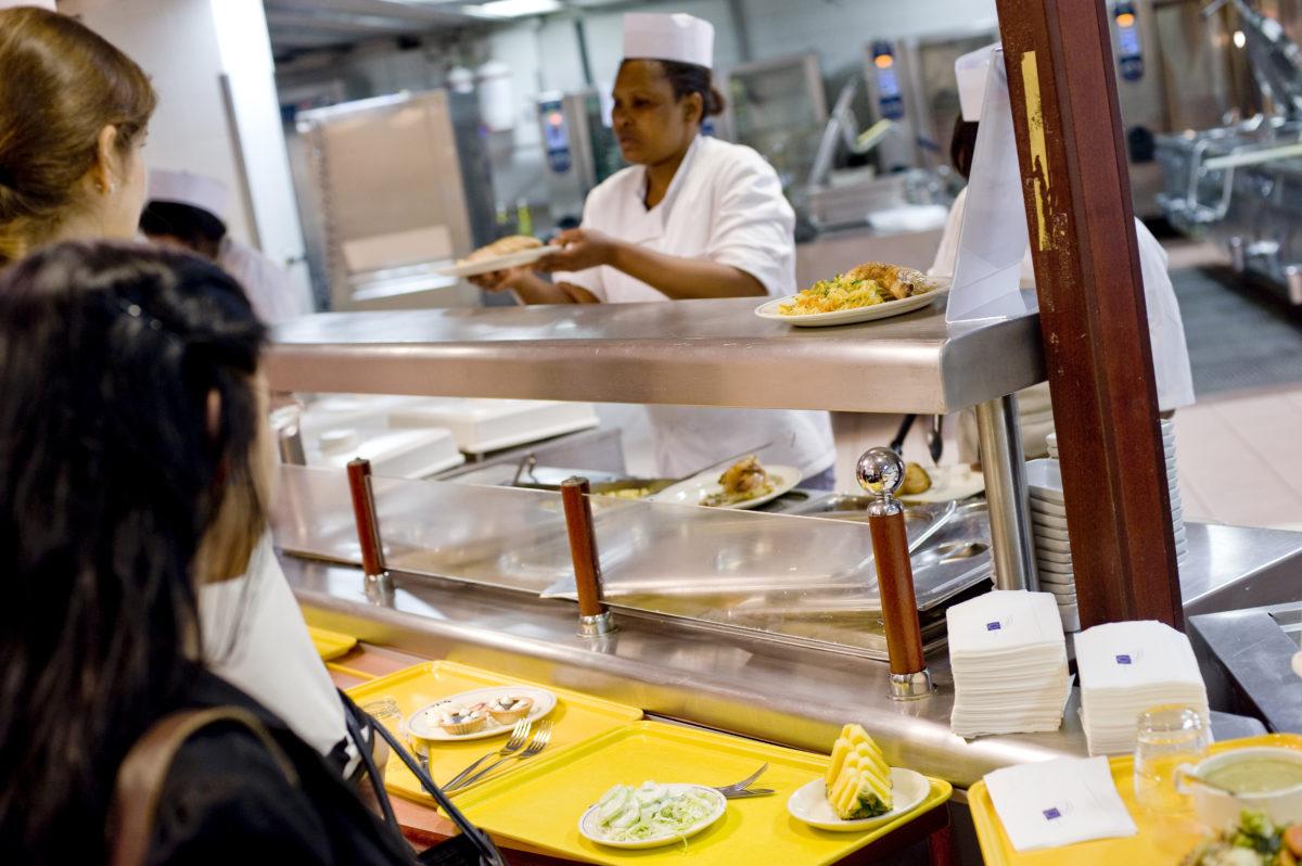 320 forint lett a leves az Európai Parlament menzáján, kiakadtak a dolgozók