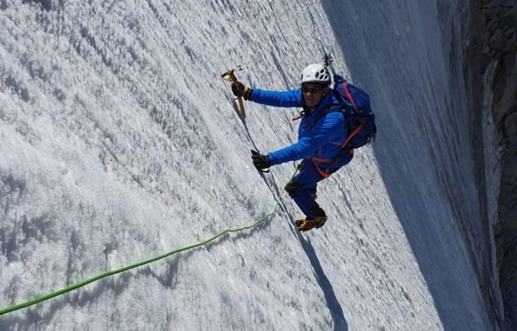 Menőzni akart a hegymászással, szénné égette magát egy francia politikus
