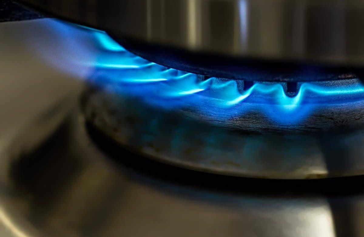 Népszava: 40 százalékkal is olcsóbb lehetne a gáz, ha nem lenne rezsicsökkentés
