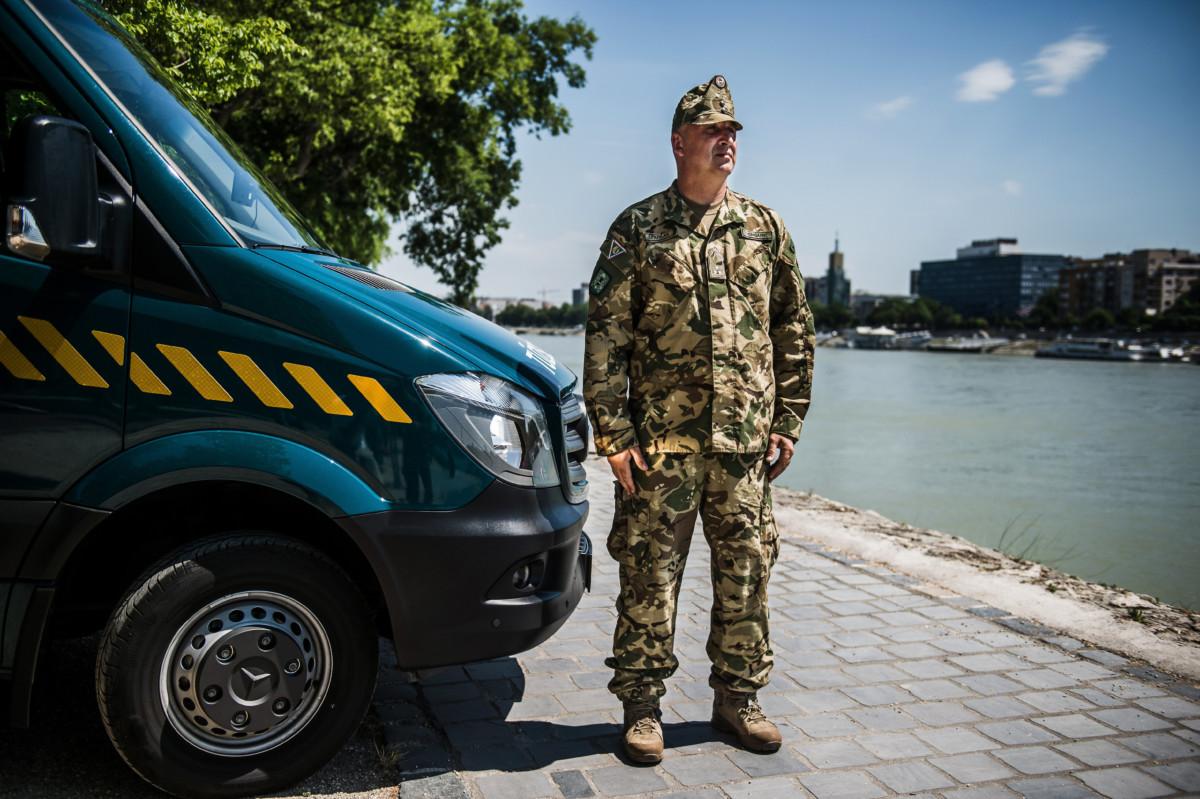 Farkas Péter szakaszvezető, a Magyar Honvédség 1. Honvéd Tűzszerész és Hadihajós Ezred logisztikájának gépkocsivezetője a Margit-szigeten 2019. július 2-án.