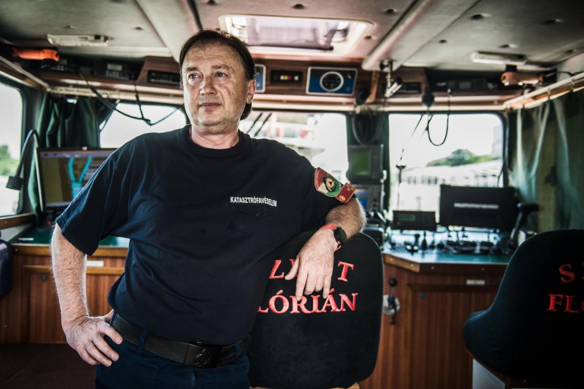 Sági János tűzoltó százados, a Szent Flórián tűzoltóhajó kapitánya Budapesten, a hajó fedélzetén 2019. június 14-én.