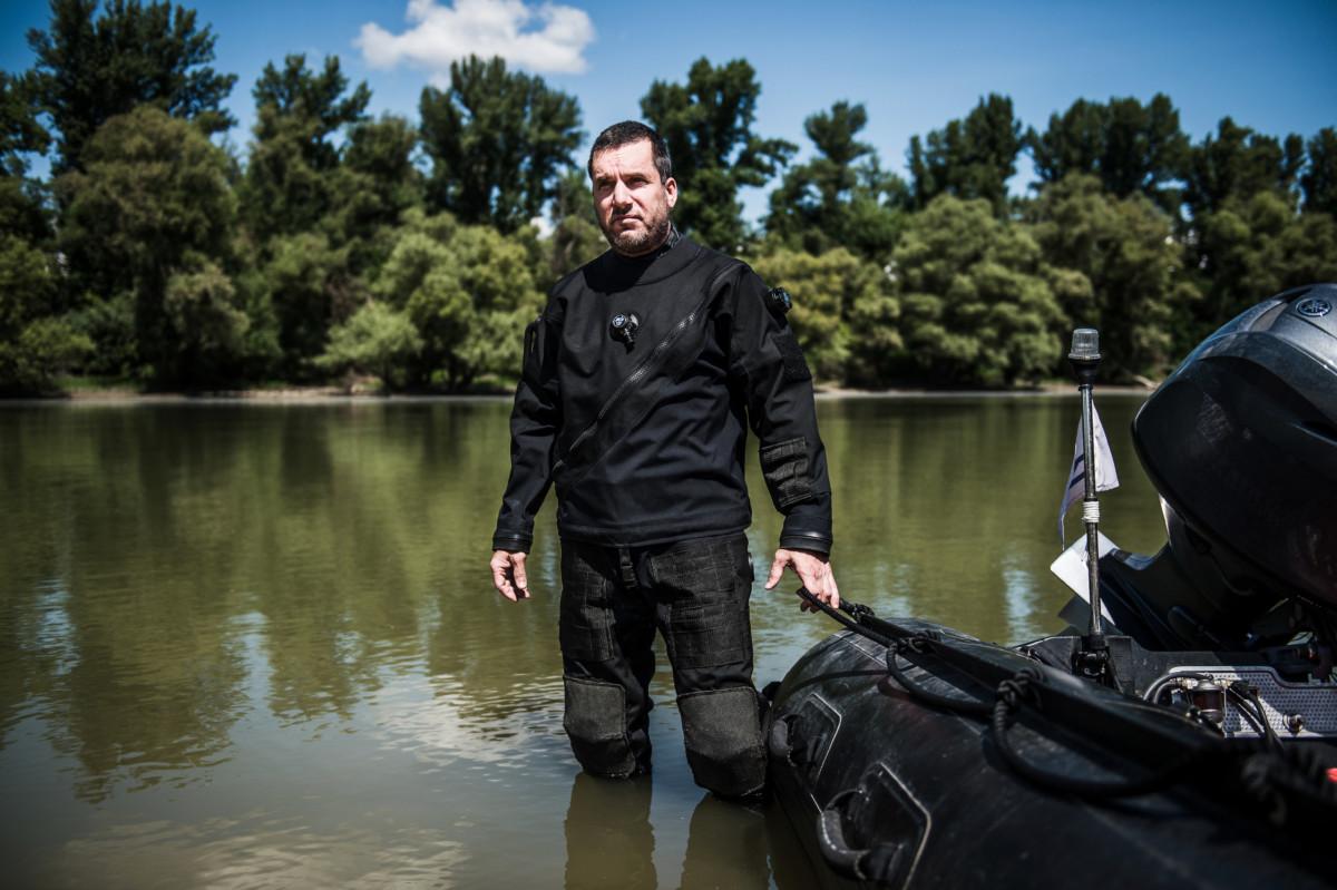 Domján András rendőr alezredes, a Terrorelhárítási Központ (TEK) búvára Budapesten, az MH Hadikikötőben 2019. július 10-én.