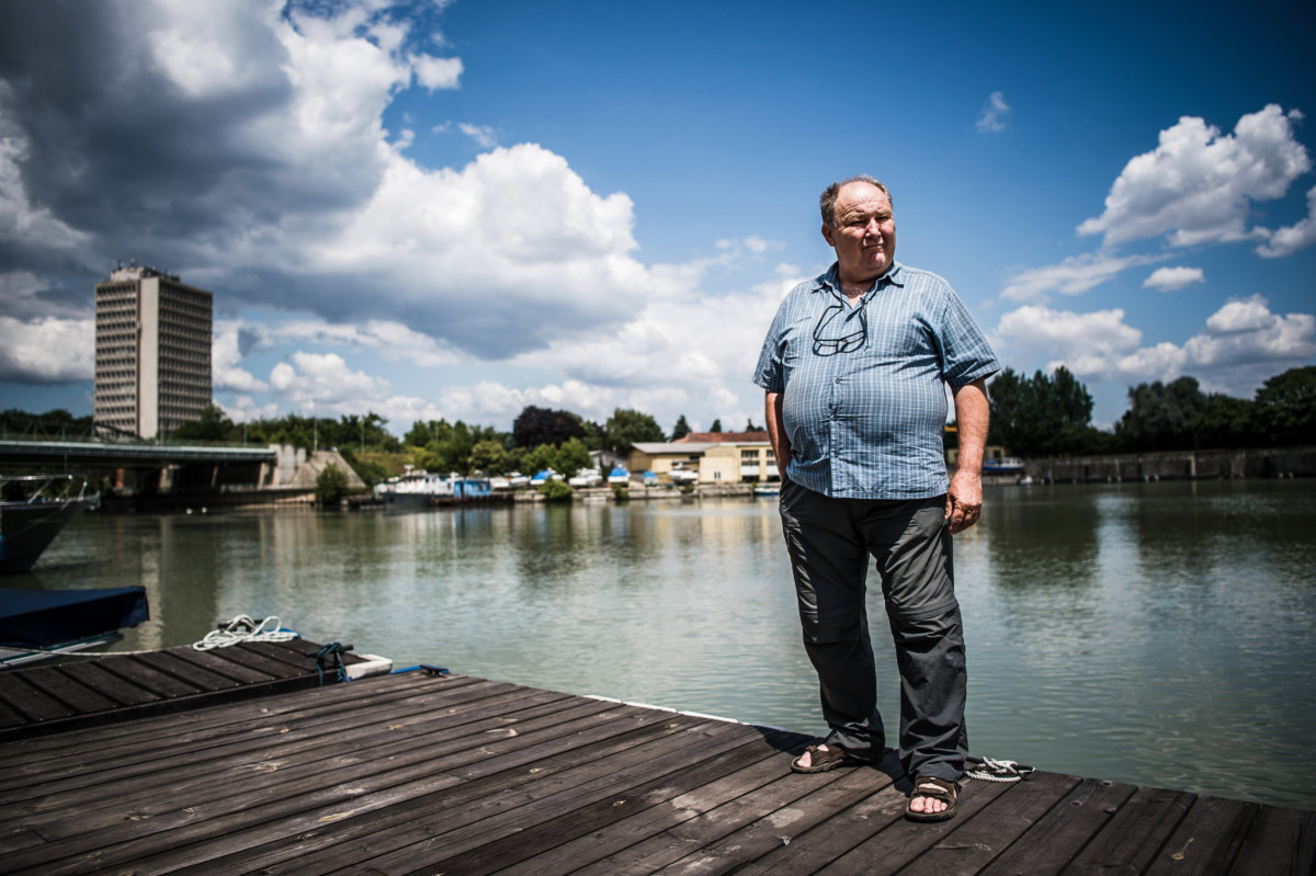 Vígh János, a Szökőár Kft. tulajdonos-ügyvezetője, ipari búvároktató és vizsgabiztos a cég budapesti bázisán a Ráckevei-Duna partján 2019. július 15-én.