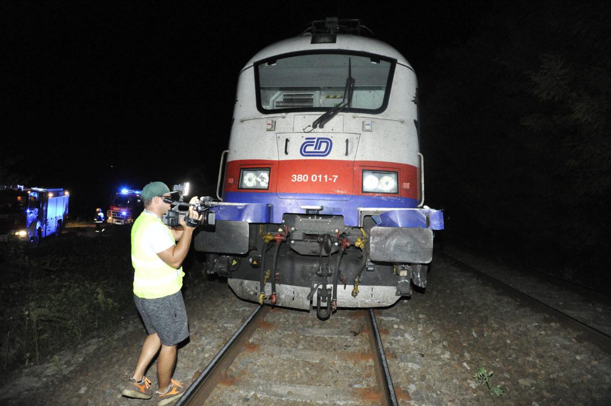 Vonat mozdonya, amely személygépkocsival ütközött Kismarosnál 2019. augusztus 21-én. Az autóban utazó három ember meghalt.