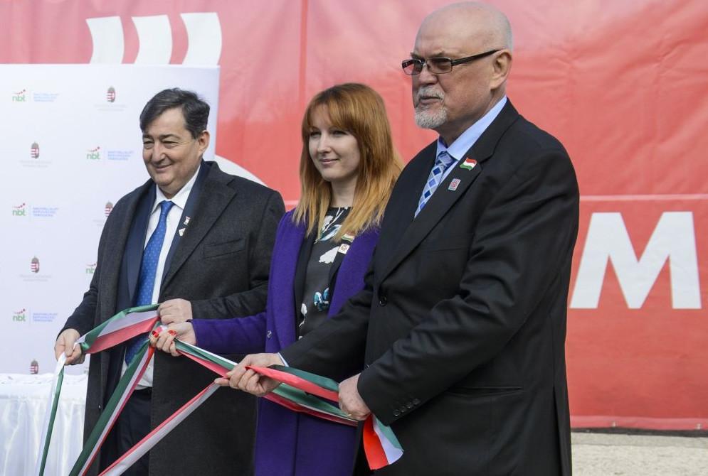 Mészáros Lőrinc, Mészáros Beatrix és Finta Ferenc, a Wamsler SE vezérigazgatója 2018. márciusában.