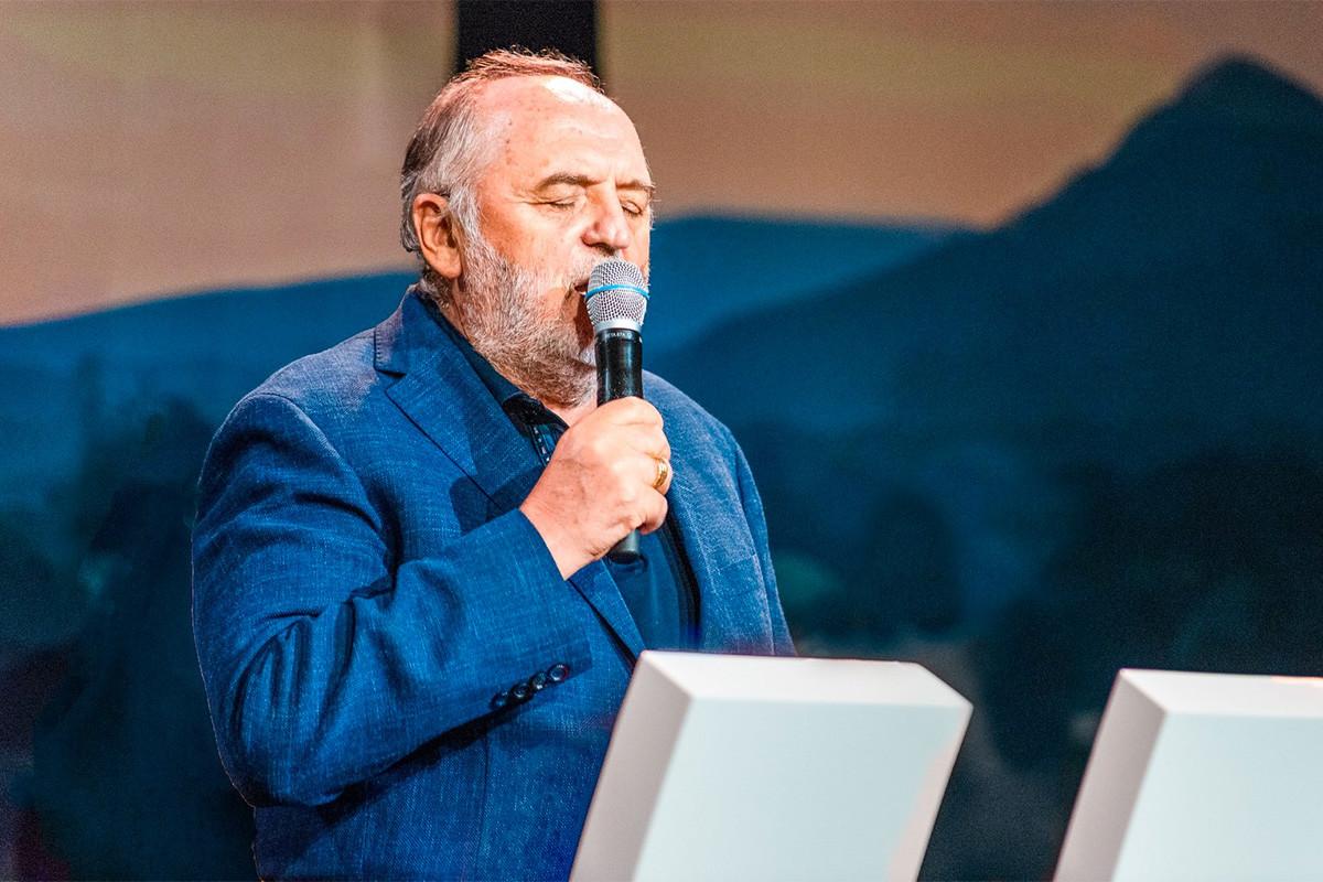 Németh Sándor teológus, a Hit Gyülekezetének alapítója, vezető lelkésze.
