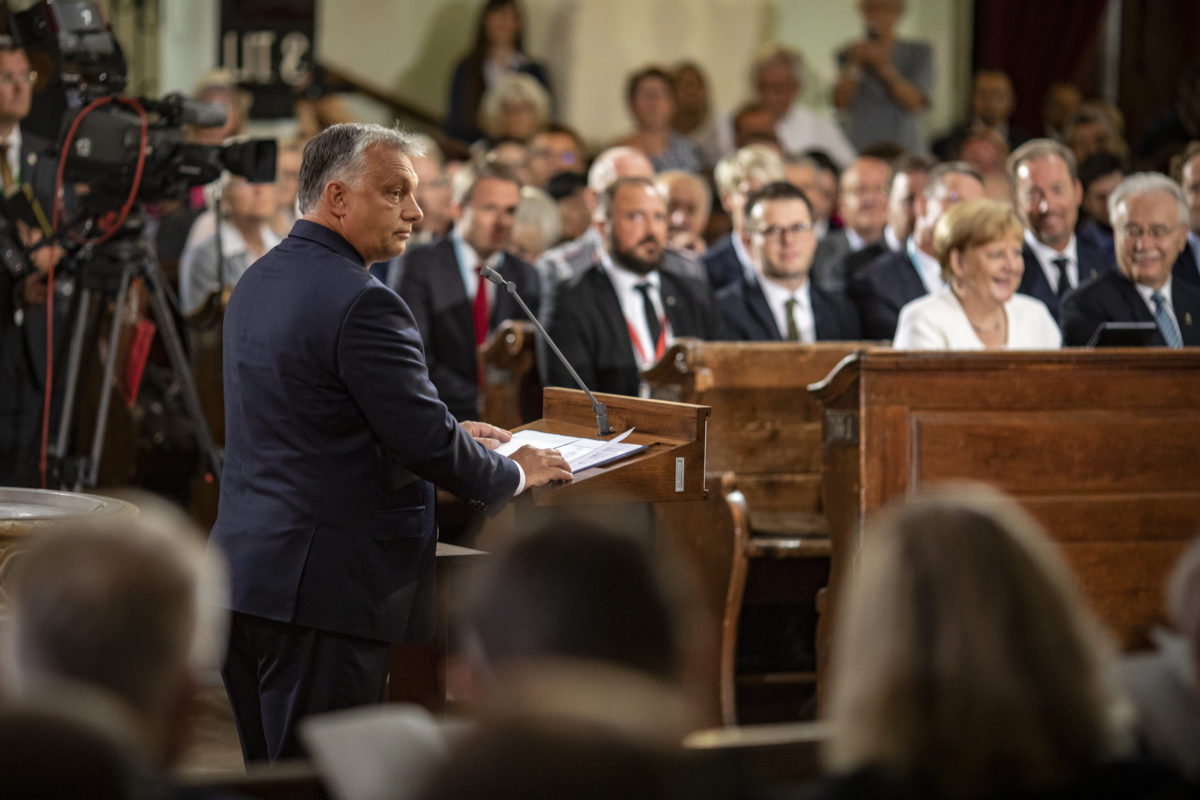 Orbán Viktor kormányfő beszédet mond a Páneurópai Piknik 30. évfordulója alkalmából tartott ökumenikus istentiszteleten a soproni evangélikus templomban 2019. augusztus 19-én.